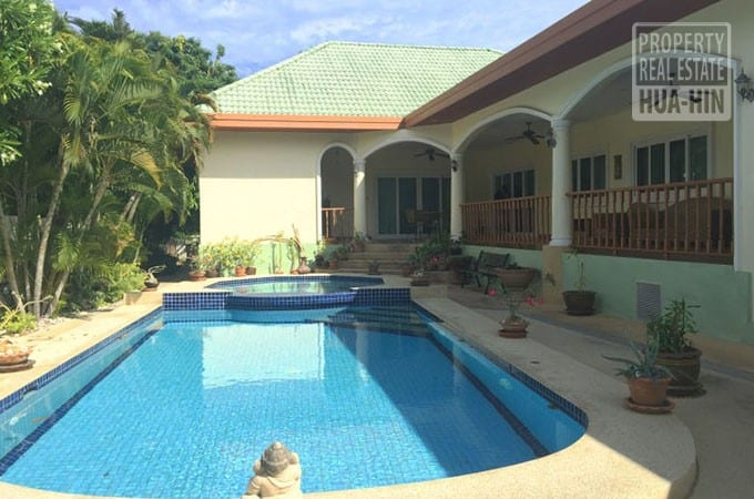 Mature swimming pool house for sale hua hin thailand for Houses for sale pool
